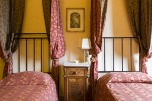 Volognano • room