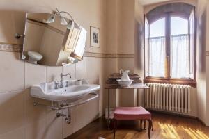 Volognano • Second floor bathroom