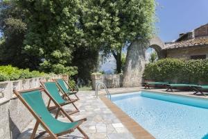 Volognano • Garden and swimming pool