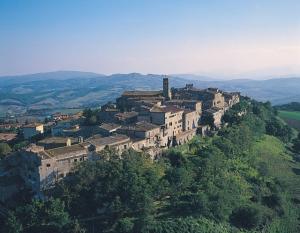 tuscany towns near siena