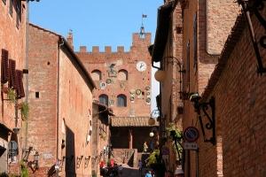 tuscany towns near pisa